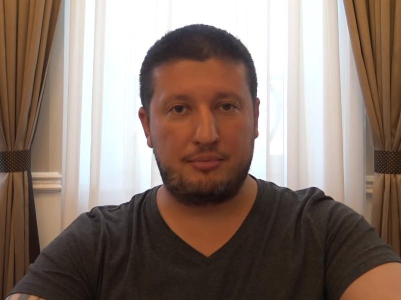 "стоп-кадр / Youtube / канал ""Renat Agzamov"""