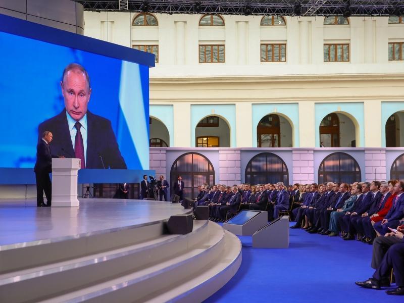 Силуанов: на выполнение поручений В.Путина необходимо неменее 900 млрд руб.