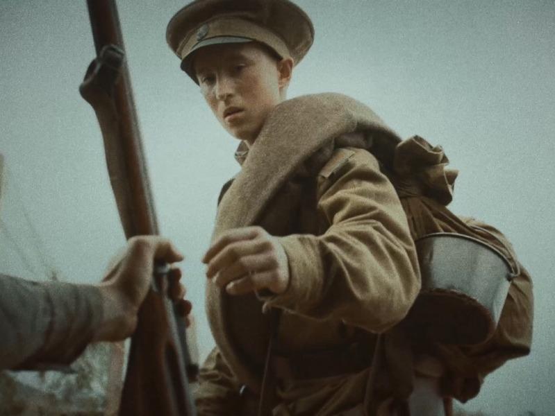 """кадр из фильма """"Мальчик русский"""""""