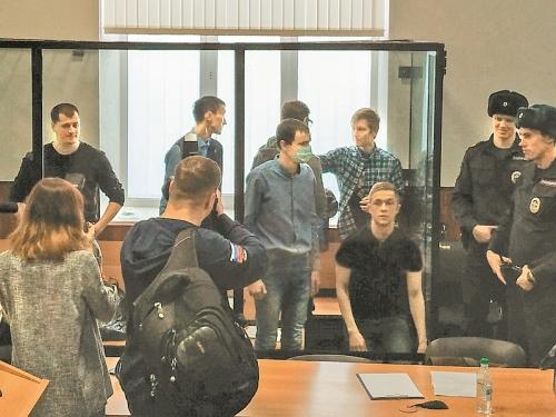 Обвиняемые по делу «Сети» в зале суда