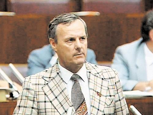 Анатолий Собчак в том самом пиджаке // фото в статье: архив редакции