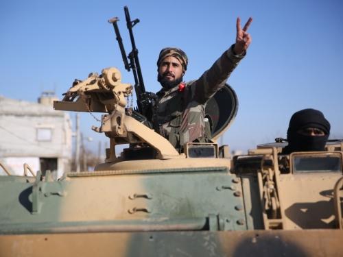Боевик сирийской вооруженной оппозиции, поддерживаемой Турцией // фото: Anas Alkharboutli / TASS