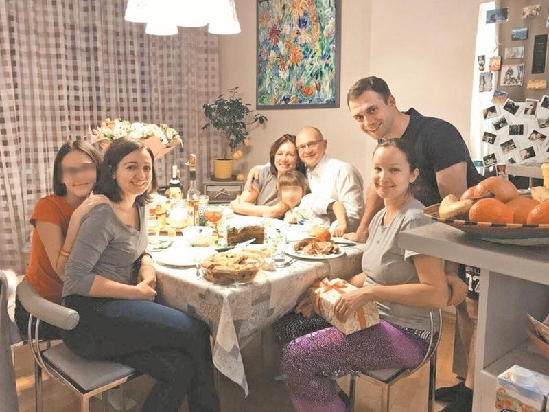Три поколения семьи Кириенко – за одним столом // фото в статье: соцсети