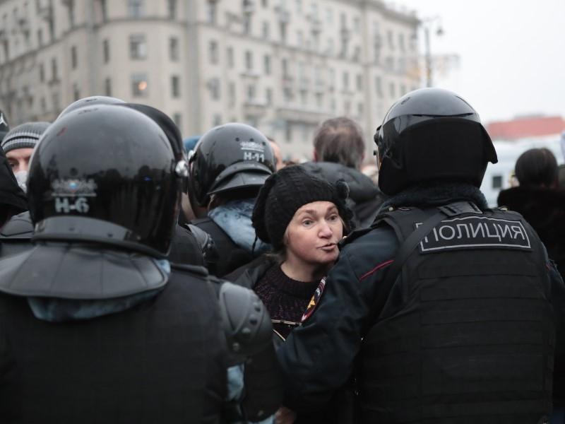 Более 40% россиян уверены, что в ближайшее время в стране пройдут акции протеста