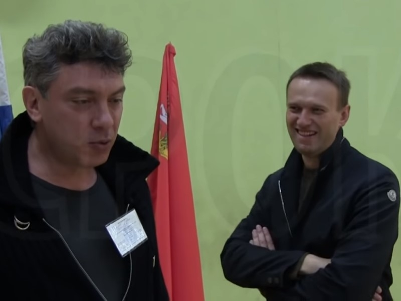 Борис Немцов и Алексей Навальный // Скриншот документального сериала «Срок»