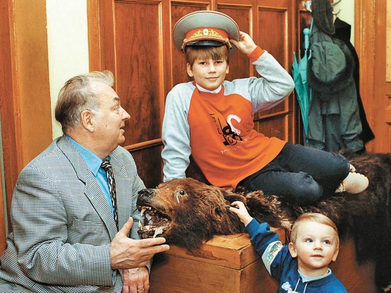 Актер с внуками Петром и Павлом