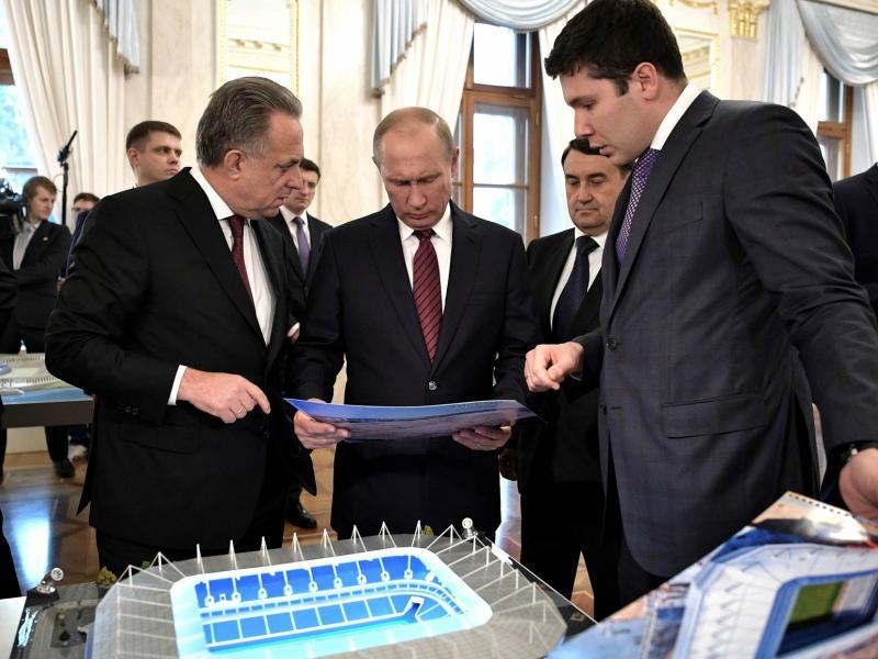 Антон Алиханов с Владимиром Путиным, Виталием Мутко и Игорем Левитиным