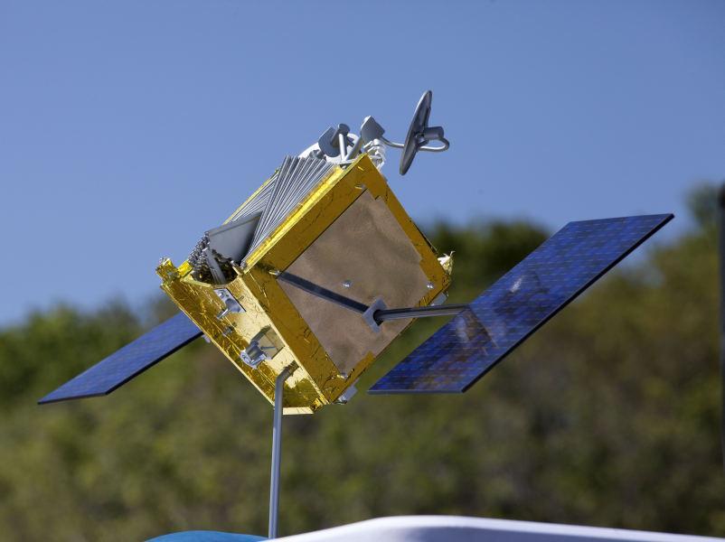 Модель спутника, которые планирует использовать One Web // фото: Kim Shiflett / Global Look Press via ZUMA Press