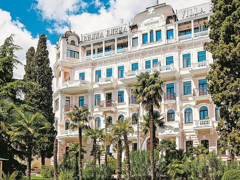 Фасад отеля Villa Elena // фото: Нина Новах