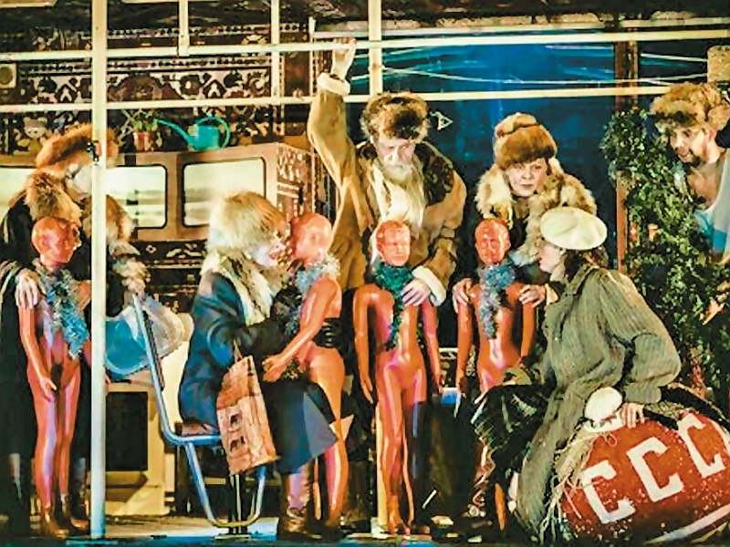 Сцена из спектакля «Петровы в гриппе» // фото: Ира Полярная