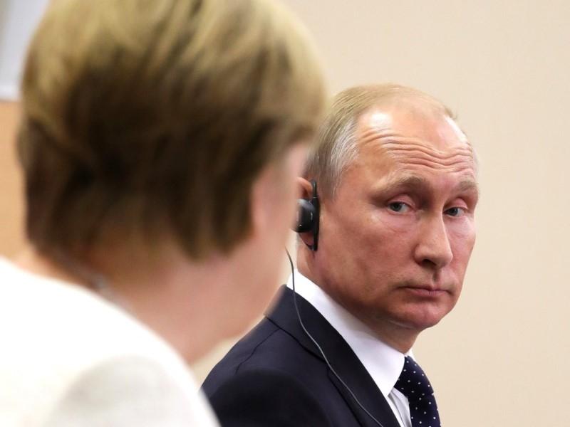 Путин обсудил с Меркель совместную борьбу с пандемией