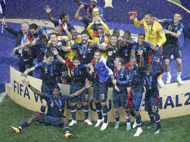 Сборная Франции отмечает победу в финале ЧМ-2018 по футболу // фото: imago sportfotodienst / Global Look Press