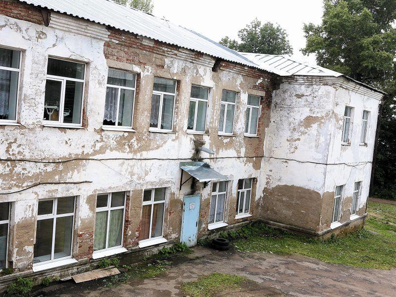 Здание поликлиники для взрослых в Струнине // фото: Андрей Струнин / Sobesednik.ru