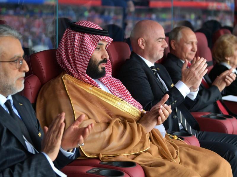 Принц Саудовской Аравии, президент ФИФА и Владимир Путин на матче открытия ЧМ-2018 // фото: Kremlin Pool / Global Look Press