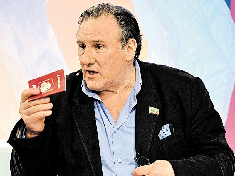 Жерар Депардье с российским паспортом // фото: Global Look Press