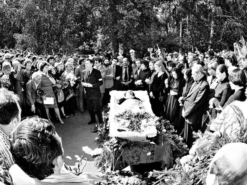 Сын Высоцкого отказался идти намогилу отца вгодовщину смерти