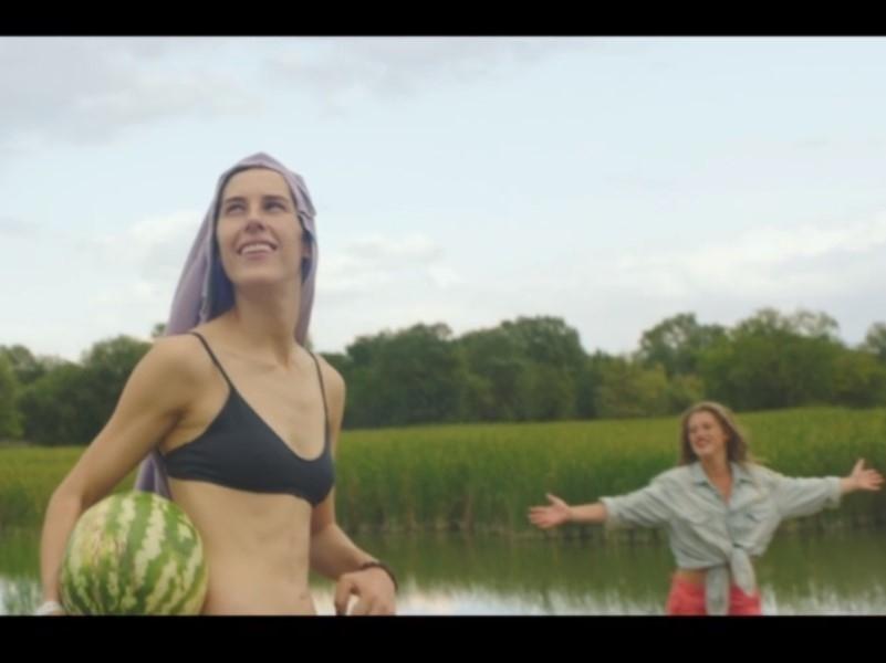 Скриншот с видео-трейлера сериала «Чики»