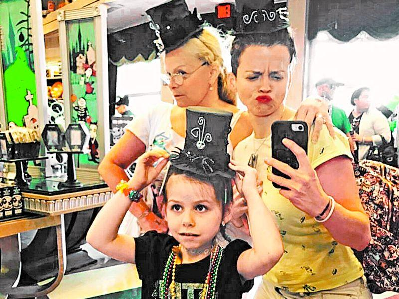 Семейное фото из Instagram: бабушка Лариса Долина, дочль Лина и внучка Саша