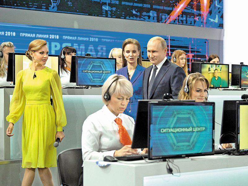 """Владимир Путин на очередной """"прямой линии"""" // фото: Global Look Press"""