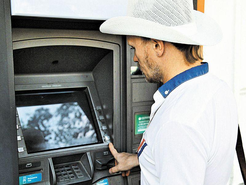 Эксперты полагают, что одной из новых схем мошенничества станет установка фальшивых банкоматов // фото: Global Look Press