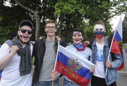 Москва совсем офанатела. Как гуляют болельщики ЧМ-2018 в центре столицы
