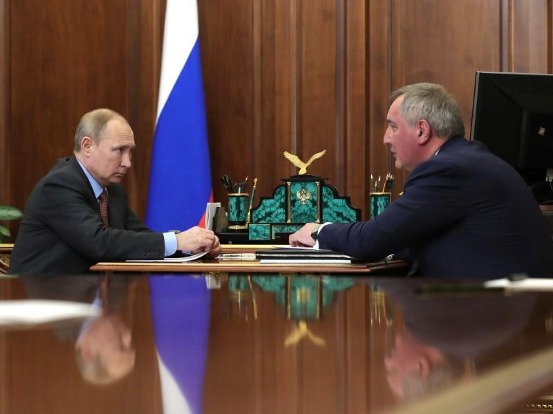 Владимир Путин и Дмитрий Рогозин // фото: Kremlin Pool / Global Look Press