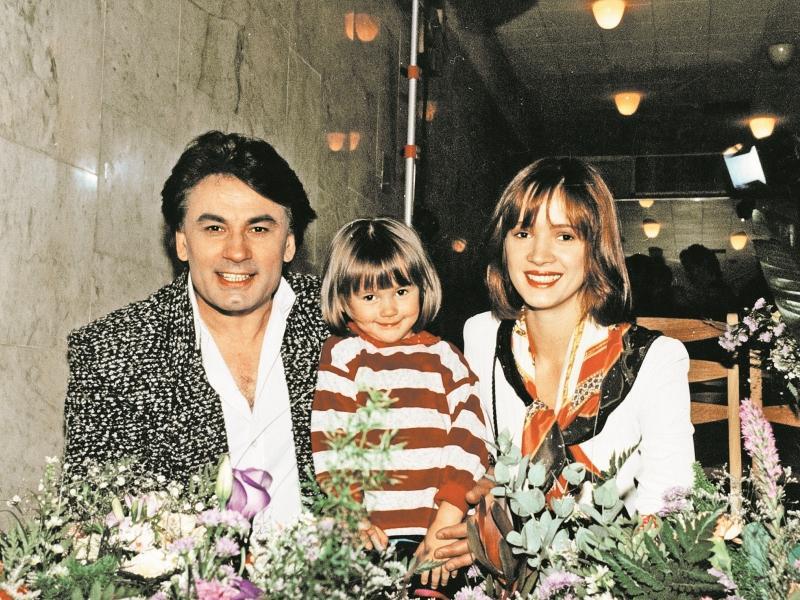 Александр Серов в пору брака с Еленой с женой и дочерью Мишель // фото: архив редакции