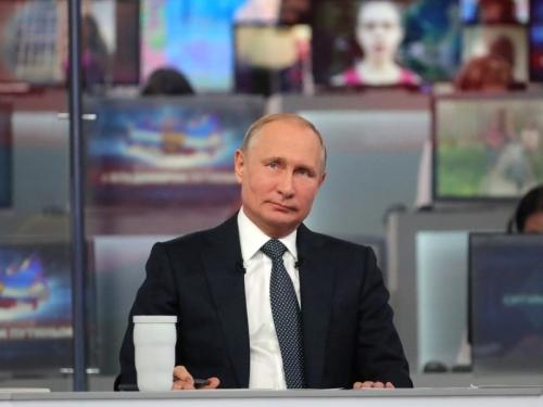 Прямая линия с Владимиром Путиным год назад // фото: Global Look Press
