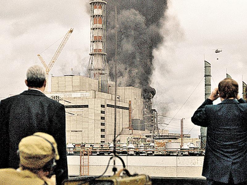 Фото в статье: кадры из сериала «Чернобыль»