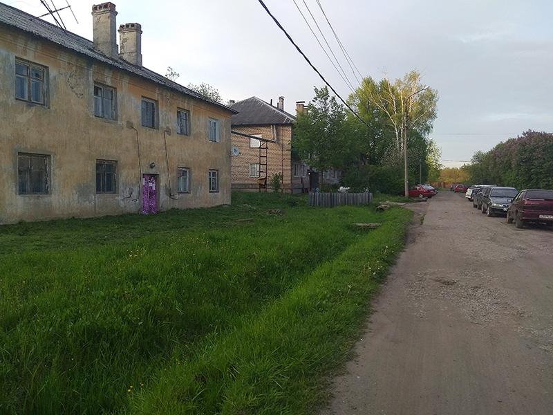 ул. Новая – центральная улица в поселке Бутынь / Фото в статье: Соколов Дмитрий