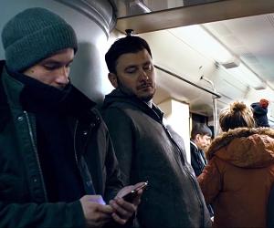 Дмитрий Глуховский и Александр Петров / кадр из фильма «Текст» / Фото в статье: Global Look Press, скриншоты Youtube