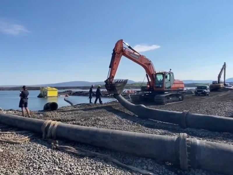 Демонтаж труб «Норникеля» // Скриншот с видео в Твиттере «Новой газеты»