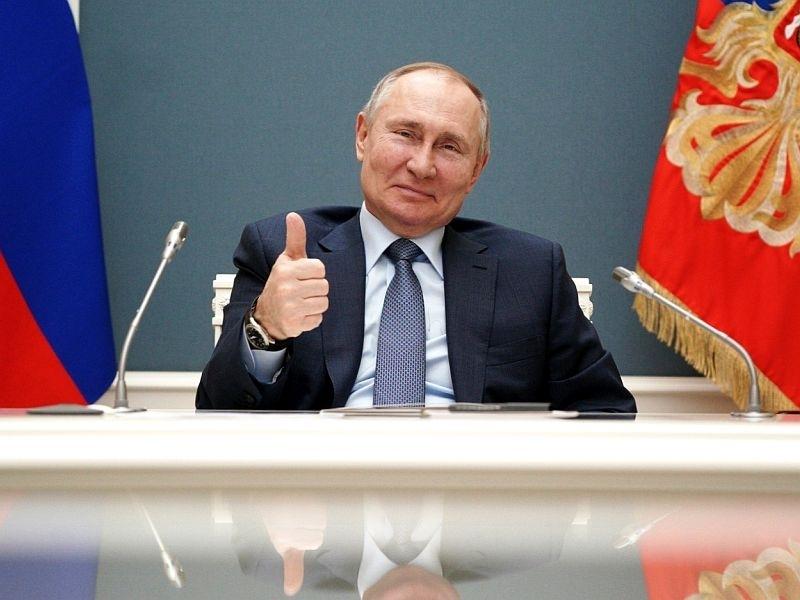 Путин подписал закон о запрете участвовать в выборах сторонникам Навального