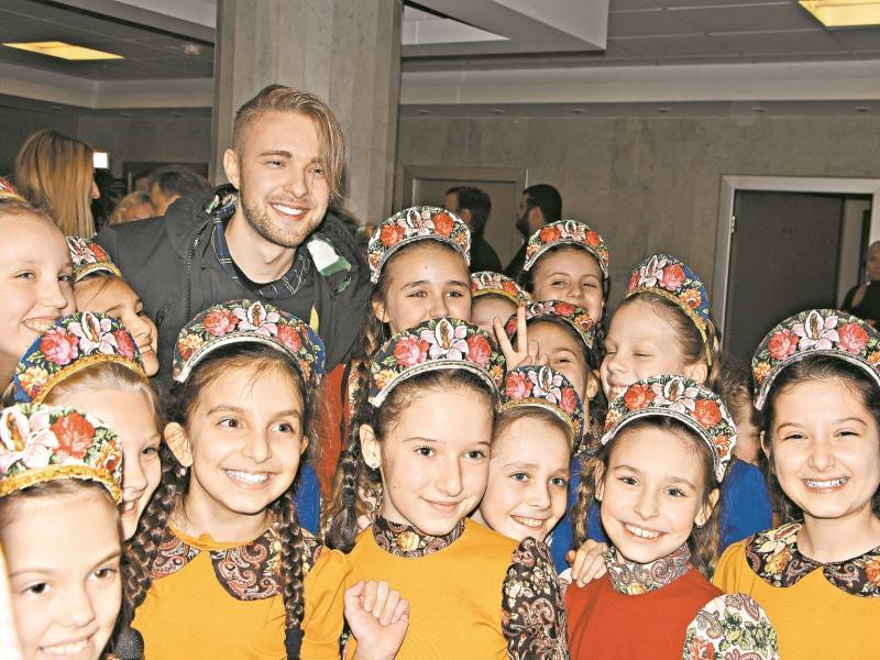 Егор Крид и дети // Фото: Денис Сорокин