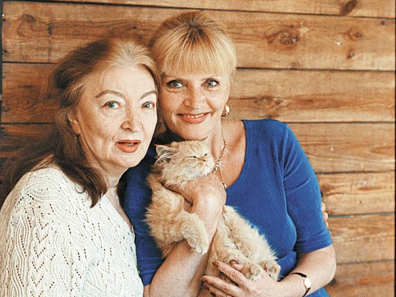 Лидия Владимировна с дочерью Марианной и любимым котом