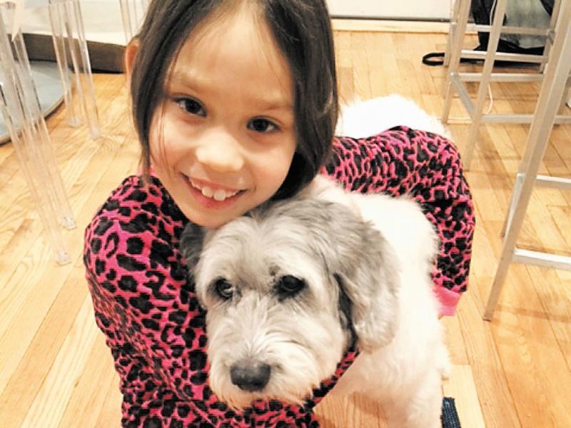 Алина Накануне восьмилетия с любимой собакой // Фото: из личного архива