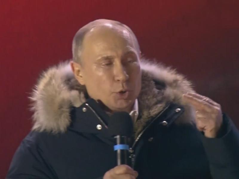 "Владимир Путин на сцене митинга на Манежной площади // стоп-кадр: ""Настоящее время"" / Youtube"