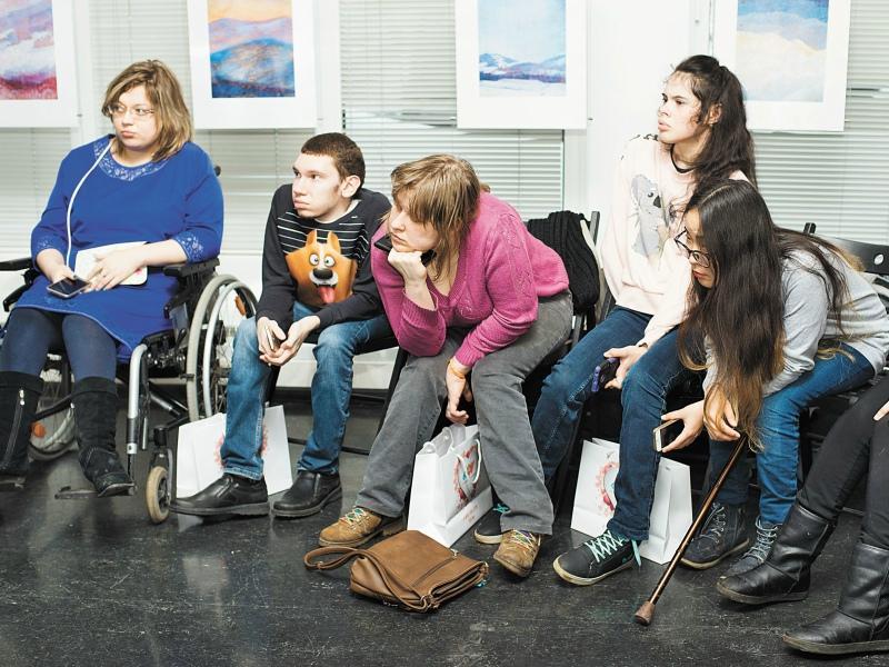 Ребята с интересом слушали песню «Лайт» в исполнении Юлии Самойловой  и Кристины Орбакайте, которой она подарила эту композицию