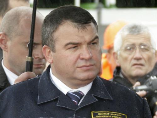 Из грязи – в мазе. Анатолий Сердюков снова оседлал финансовые потоки