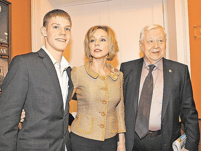 Марина Зудина с Олегом Табаковым и с сыном // фото: Андрей Струнин