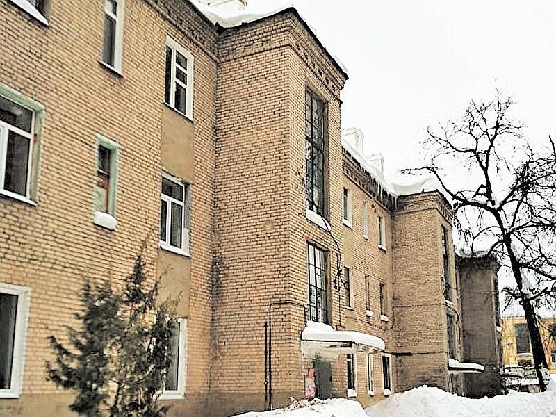 Дом, где живут Дания и ее мама. Так внезапно ставший аварийным... // фото: Дания Перминова