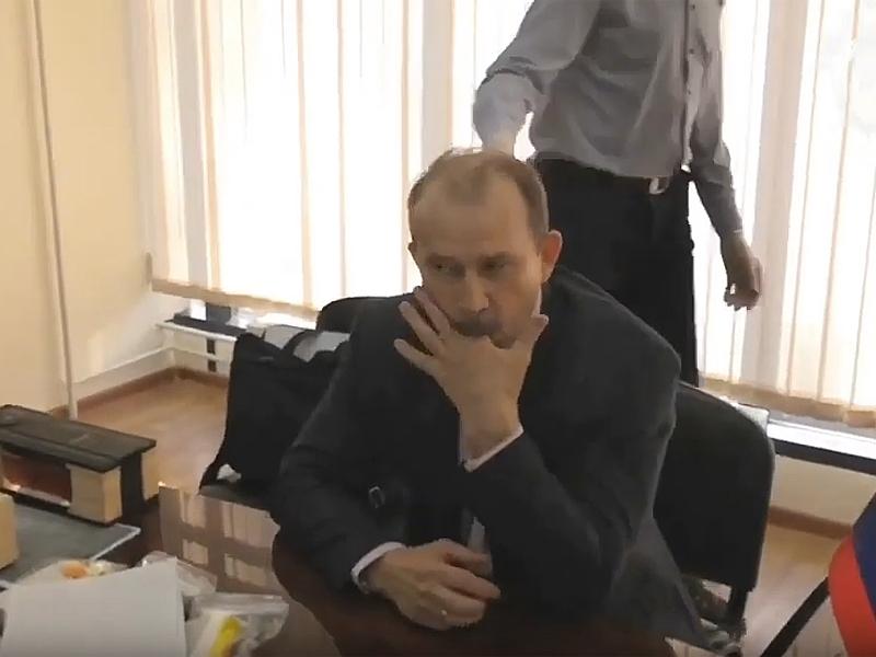 Владимир Журавлев во время задержания / youtube / УФСБ России по Иркутской области