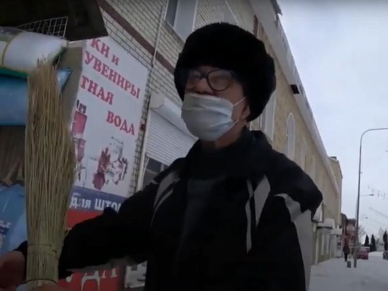 Виктор Мохов закупился товарами для дома//фото: стоп-кадр YouTube