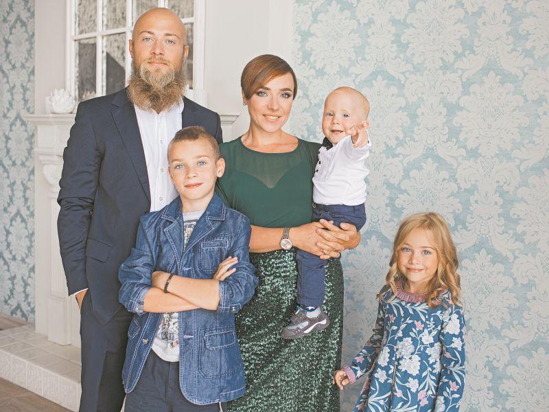 Тутта Ларсен с мужем Валерием и детьми Лукой, Марфой и Иваном // фото: Лара Бардина / личный архив Тутты Ларсен