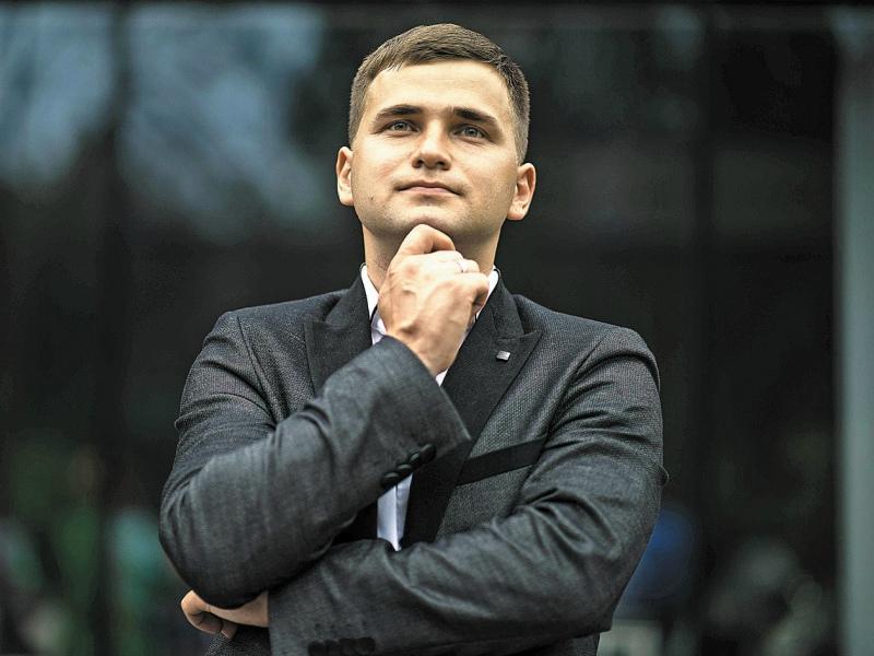 Специалист по коммуникации и бизнес-тренер Илья Степанов
