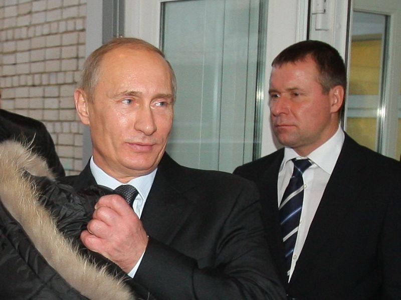 Владимир Путин во время визита в Иваново, 2010 год. Позади – Евгений Зиничев // фото: Владимир Смирнов/ТАСС