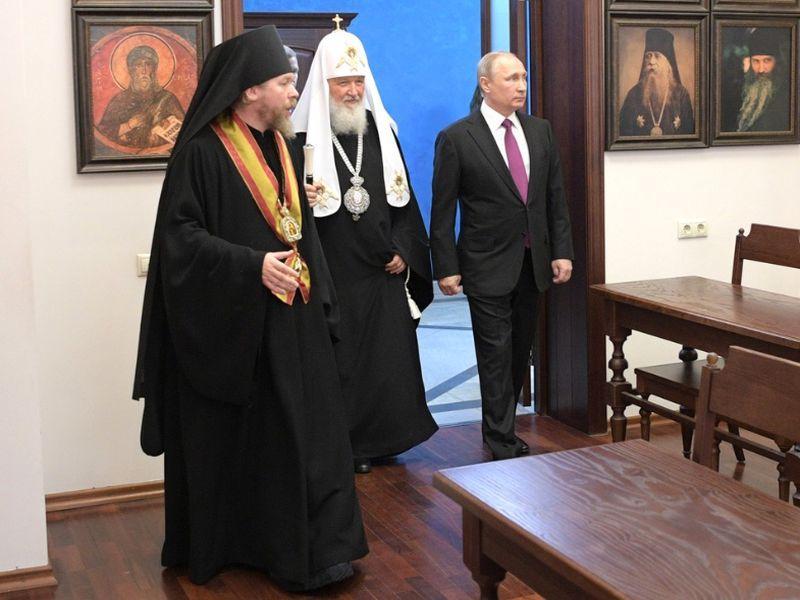 Отец Тихон, патриарх Кирилл и президент Путин // Фото: Global Look Press