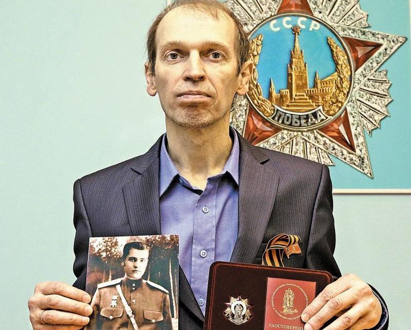 Евгений абсолютно уверен, что нашли останки именно его деда // Фото: Андрей Струнин / «Собеседник»