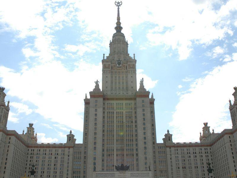 Главное здание МГУ на Воробьевых горах // фото: Сергей Ковалев / Global Look Press
