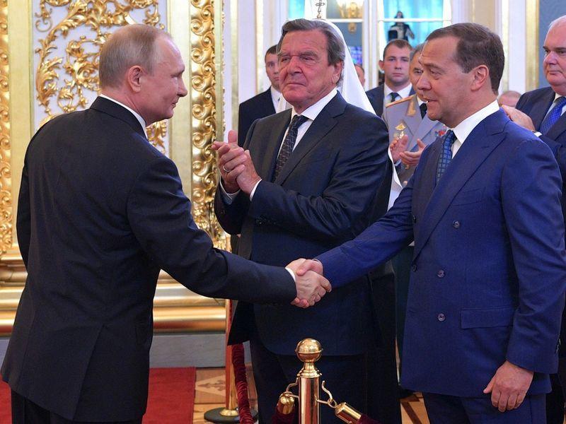 Путин, Шрёдер, Медведев // Фото: Global Look Press